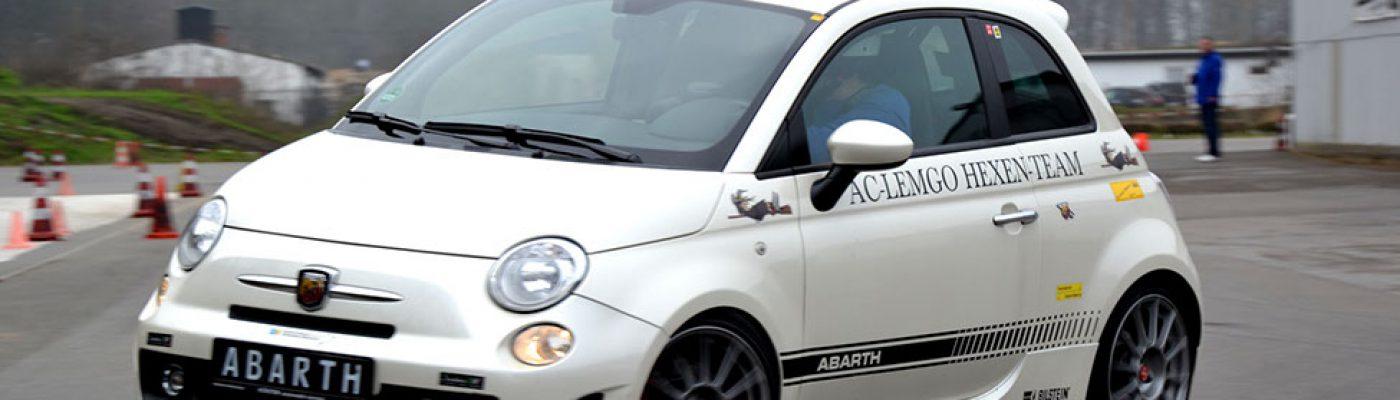 Hans Hermann Karbe im Fiat 500 Abarth